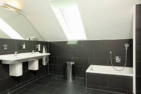 badezimmer mit dunklen fliesen fertighaus kaufen