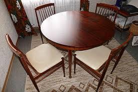 70er jahre esszimmer mit esstisch tisch aus holz rund
