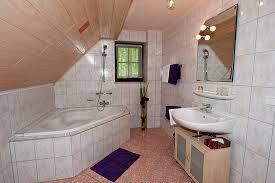 großes bad mit badewanne im komfortzimmer picture of hotel