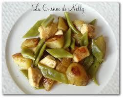 cuisiner des pommes de terre nouvelles poulet sauté au macis coco plat et pommes de terre nouvelles