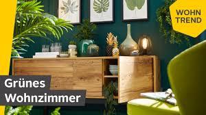 grünes wohnzimmer der wohntrend botanical green roombeez powered by otto