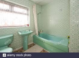 veraltetes badezimmer stockfotos und bilder kaufen alamy