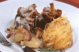 cuisiner la biche médaillon de biche aux girolles galettes de pommes de terre