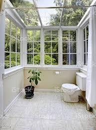 landschaft badezimmer mit glaswand und decke stockfoto und mehr bilder architektur