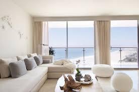 feng shui wohnen wohnzimmer helle farben weißes sofa