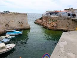 le petit port marseille les pieds au dessus de la méditérranée picture of le petit port