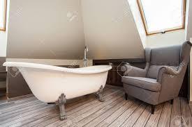 finca bad und gemütlichen sessel im badezimmer