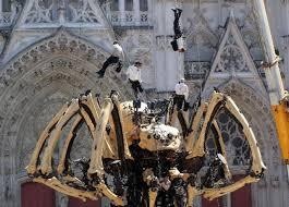galerie photos l araignée géante kumo tisse sa toile dans nantes