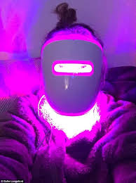 London woman tests out light therapy mask to treat acne