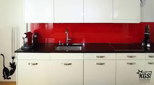 küchenrückwand aus glas in ral3020 ihrer glaserei