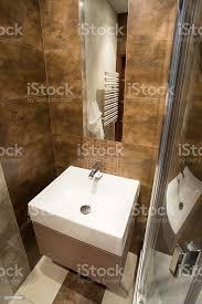 porzellan machen sie es sich im kleinen badezimmer stockfoto und mehr bilder 2015