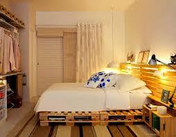 diy bett idee aus paletten für coole schlafzimmer