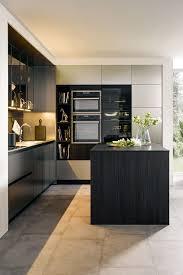 richtig edel wird die schwarze küche wenn dunkles glas dazu