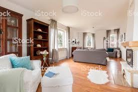 wohnzimmer in hellen farben stockfoto und mehr bilder beige