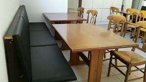sitzbank mit 2 tischen und 3 stühlen sitzgruppe bank gastro