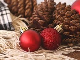 farben in der weihnachtszeit rot glitzer oder gold