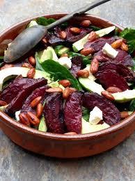 cuisiner des betteraves salade fraîche d épinards à l avocat feta et betteraves rôties