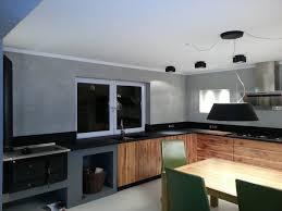 massivholzküche in eiche mit gefräster griffleiste granit