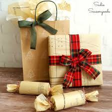 Nifty Christmas Thrift Wrap