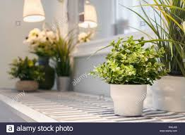 künstliche blumen vase dekoration im modernen wohnzimmer
