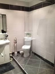 poseur de salle de bain ordinaire pose de carrelage mural dans une salle de bain 1