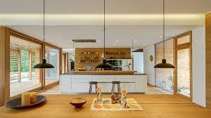 eine offene wohnküche gebaut mit viel holz und klugen ideen