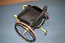 chaise roulante en anglais le tennis en fauteuil roulant présentation handicap et matériel
