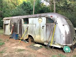 The Vintage Travel Trailer Needs A Name O Ugly Duckling House