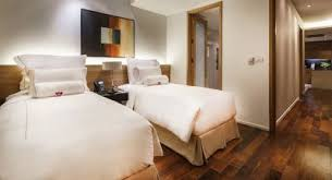 drei schlafzimmer suite mit service akyra thonglor bangkok