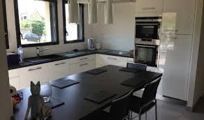 cuisine en u avec table modele cuisine amenagee design modele salle de bain retro