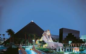 Luxor Casino Front Desk by Hotel R Best Hotel Deal Site