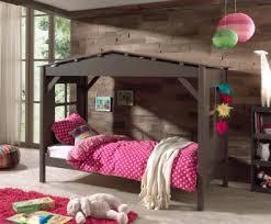chambre enfant cabane lit enfant cabane contemporain en pin massif taupe amaryllis lit