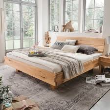 holz doppelbett mit kopfteil baumkante aus geölter wildeiche