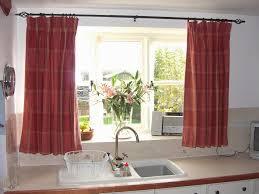 rideau de cuisine en comment réussir accrocher des rideaux cuisine rideau cuisine