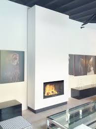 knisterndes holzfeuer und komfortabler gas kamin in einem gerät