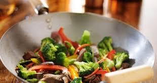 cuisiner avec un wok 10 conseils pour cuisiner au wok cuisine az