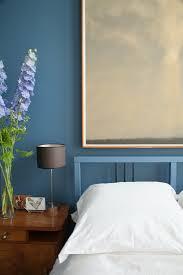schlafzimmer mit blauer wand gerahmtem bild kaufen