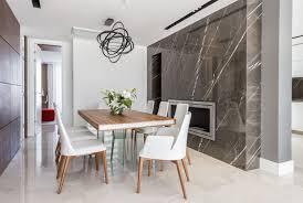 einrichten mit viel weiß marmor und holz auf 400 quadratmetern