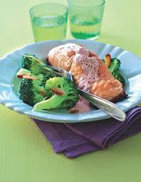 recette pavés de saumon à l unilatérale brocolis et sauce tarama