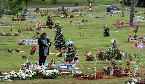 ideas for graveside decorations best 10 grave decorations ideas on cemetery cemetery