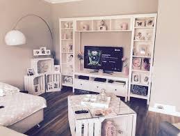unser neues wohnzimmer tisch und regal ist aus obstkisten