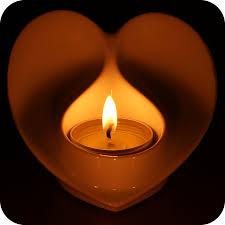 bougeoir en coeur avec sa bougie de allumée nos bougies