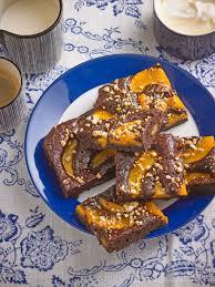 schoko amaretto pfirsich kuchen mit nüssen kuchen mit