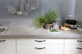 küchenarbeitsplatte gestalten beton kork mosaik