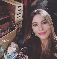 Modern Family Halloween 3 Cast by Modern Family Sofia Vergara Documents Season 8 U0027s Last Shooting