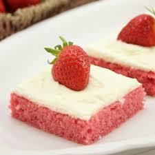 erdbeer blechkuchen mit cheese frosting