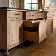 meuble cuisine en chene cuisine en chene massif teintes noires ambiance atelier