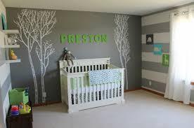 comment décorer la chambre de bébé design interieur murs gris déco murale lettres crèche blanche