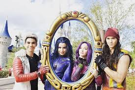 Halloween 2 Cast by Here U0027s Your First Look At The Cast Of U0027descendants 2 U0027 Tigerbeat