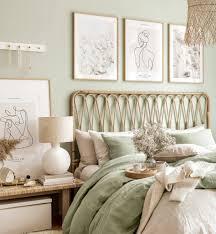 zart beige bilderwand line poster schlafzimmer grün eichenrahmen